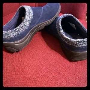 Nice slip on super comfy and cute with jeans!
